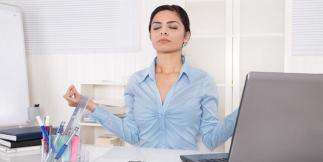 femme méditation travail